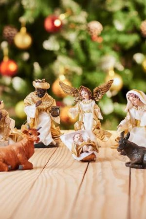 "Vintage Collection Nativity - 9 Figurine 6.5""(Holy Family - White & Gold)"